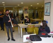 Kütüphanede müzik ziyafeti