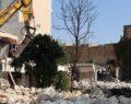 Urfa'da Kızılay meydanı'nda eskiyen yapıların yıkımı başlatıldı
