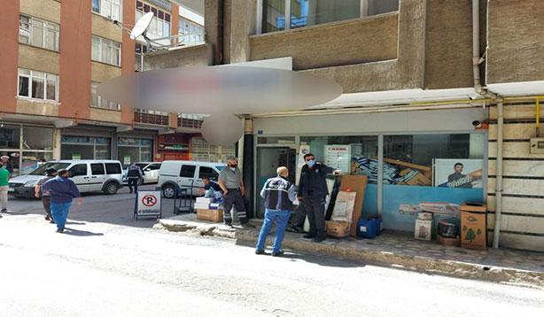 Kargo şubesine gelen iki kişi silahlı saldırıda bulundu