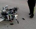 Otomobille motosiklet çarpıştı