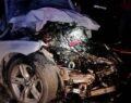 Otomobil tırın altına girdi: 2 ölü, 1 ağır yaralı