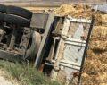 Saman yüklü kamyon kaza yaptı
