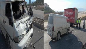 Minibüs ile kamyonet çarpıştı