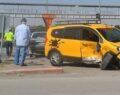 Ticari taksiyle otomobil çarpıştı