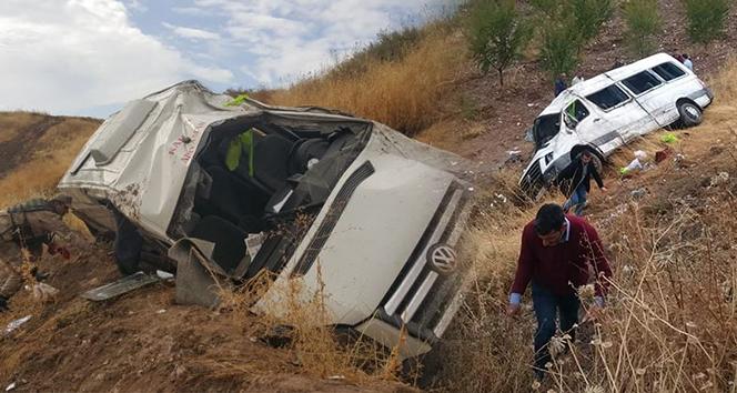 Minibüs şarampole yuvarlandı: 19 yaralı