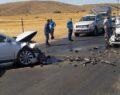 İki otomobilin kafa kafaya çarpıştı