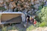 Maden kamyonu şarampole uçtu