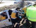 Kontrolden çıkan araç sulama kanalına uçtu: 2 yaralı