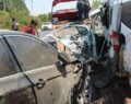 İki araç kafa kafaya çarpıştı: 2'si ağır 7 yaralı