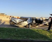 Refüje çarpan otomobildeki 3 kişi yaralandı