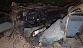 Feci kazada otomobil ikiye bölündü