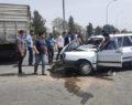 Şanlıurfa'da kamyonla otomobil çarpıştı