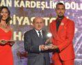 Kuzu'ya yılın en iyi siyasetçisi ödülü