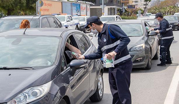 Trafik ışıklarında sağlık paketi hizmeti