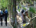 Kısıtlama öncesi vatandaşlar mezarlıklara akın etti