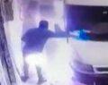 Şanlıurfa'da minibüsün kundaklandığı an kamerada