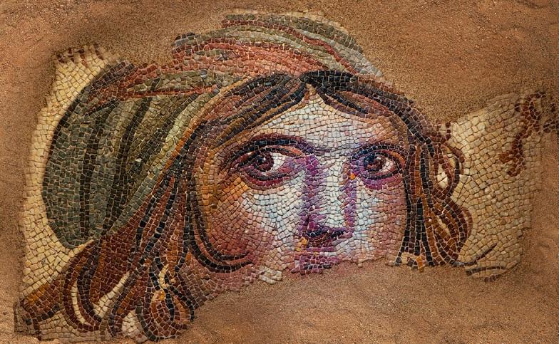 Çingene kızı mozaiğinin parçaları Türkiye'ye geliyor