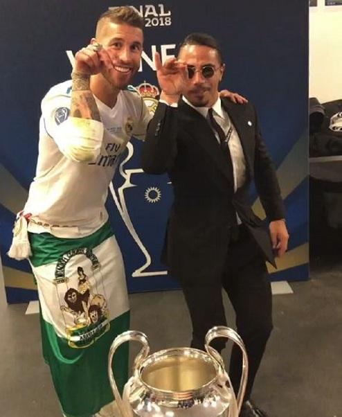 Şampiyonlar Ligi kupasını tuzladı