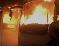 İki otobüs alev alev yandı