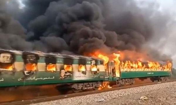 Pakistan'da tren yangını faciası: 62 ölü