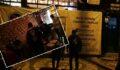 Tadilatta, afişi altındaki kafeye parti baskını