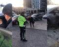 Polislere hakaret etti, aracını üzerlerine sürdü