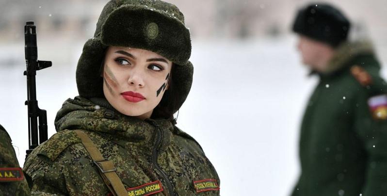 Alman dergisi, Rus kadınların 'güçlü' olmasının nedenlerini açıkladı