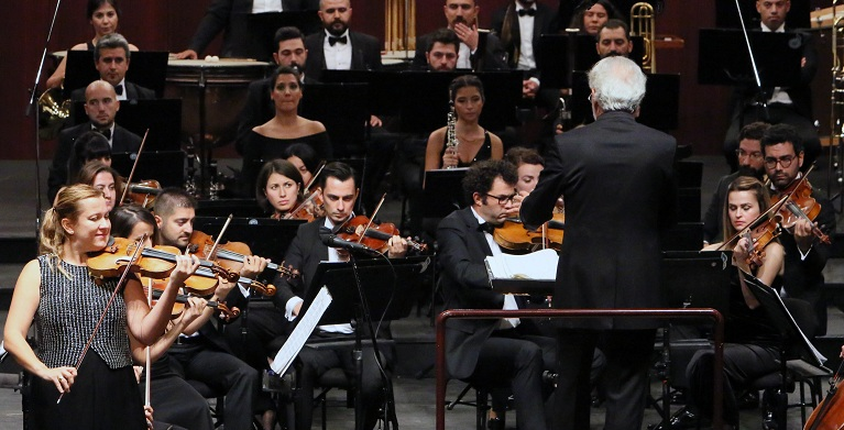Dünyaca ünlü sanatçıdan muhteşem konser