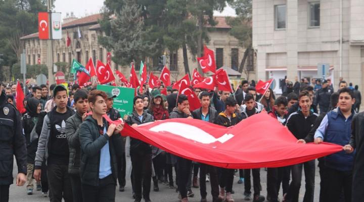 Urfa'da şehitlere saygı yürüyüşü