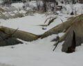 Yoğun kar seraları ve ahırları vurdu
