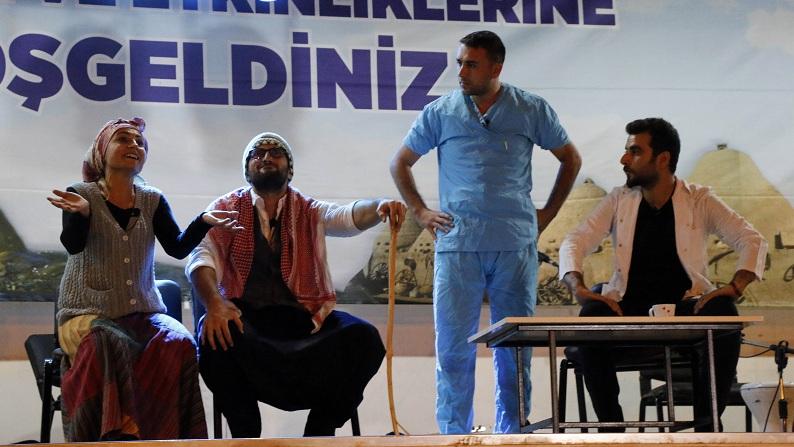 Siverek'te Tiyatro sahnesi