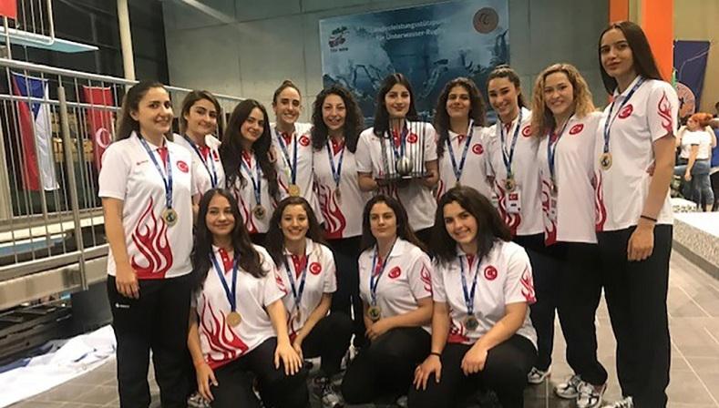 Kızlar dünya şampiyonu oldu
