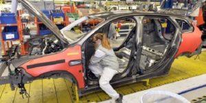 Otomobil fabrikası frene bastı