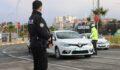 Urfa'da araç başında telefon kullanan yandı