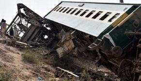 İki yolcu treni çarpıştı: 30 ölü, 50 yaralı