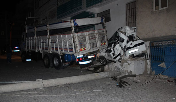 Şanlıurfa'da kaza ucuz atlatıldı