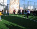 Vali Erin, köylülerle halı saha maçı yaptı