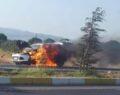 Otomobil yanarak kül oldu