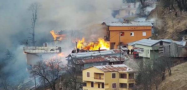 Korkunç yangın:7 ev kül oldu