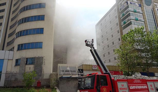 Otelde çıkan yangın paniğe neden oldu