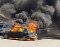 Şanlıurfa'da park halindeki otomobil alev alev yandı