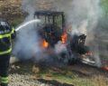 Traktör yanarak kül oldu